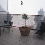 Stor, lukket patio med smukke spanske klinker