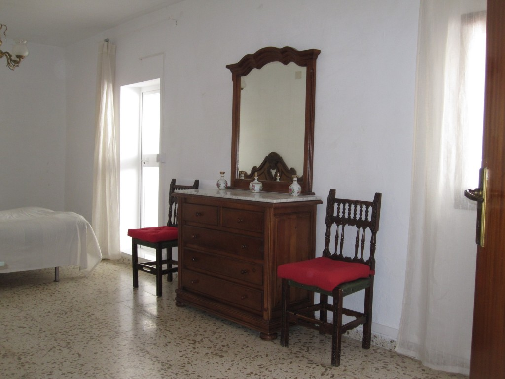 Stort værelse med dobbeltseng