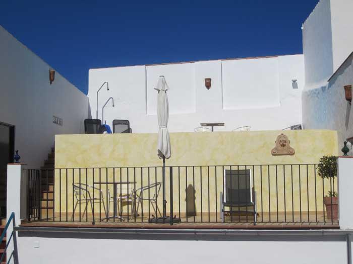To høje terrasser - den øverste med swimmingpool.